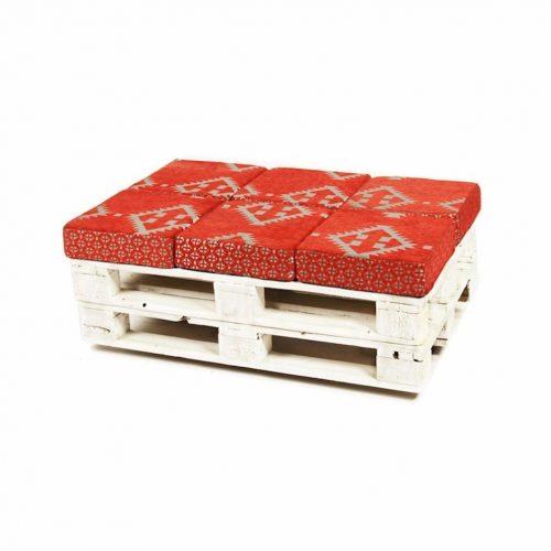 Paletten Sitzbank mit roter Auflage